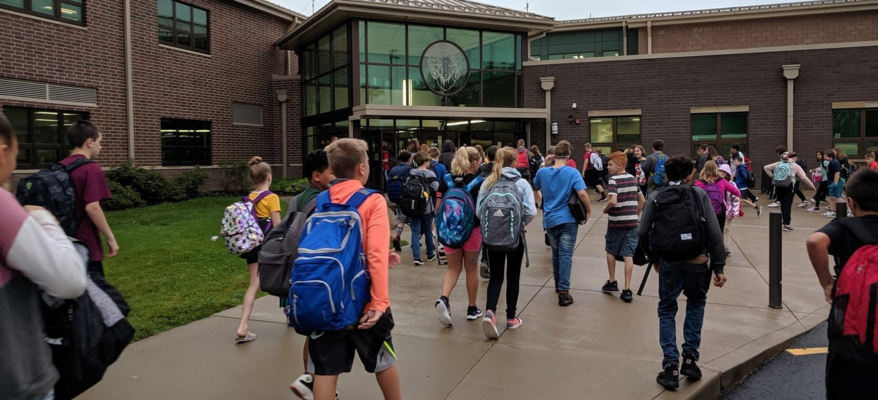 Back to school, students arrive at MS